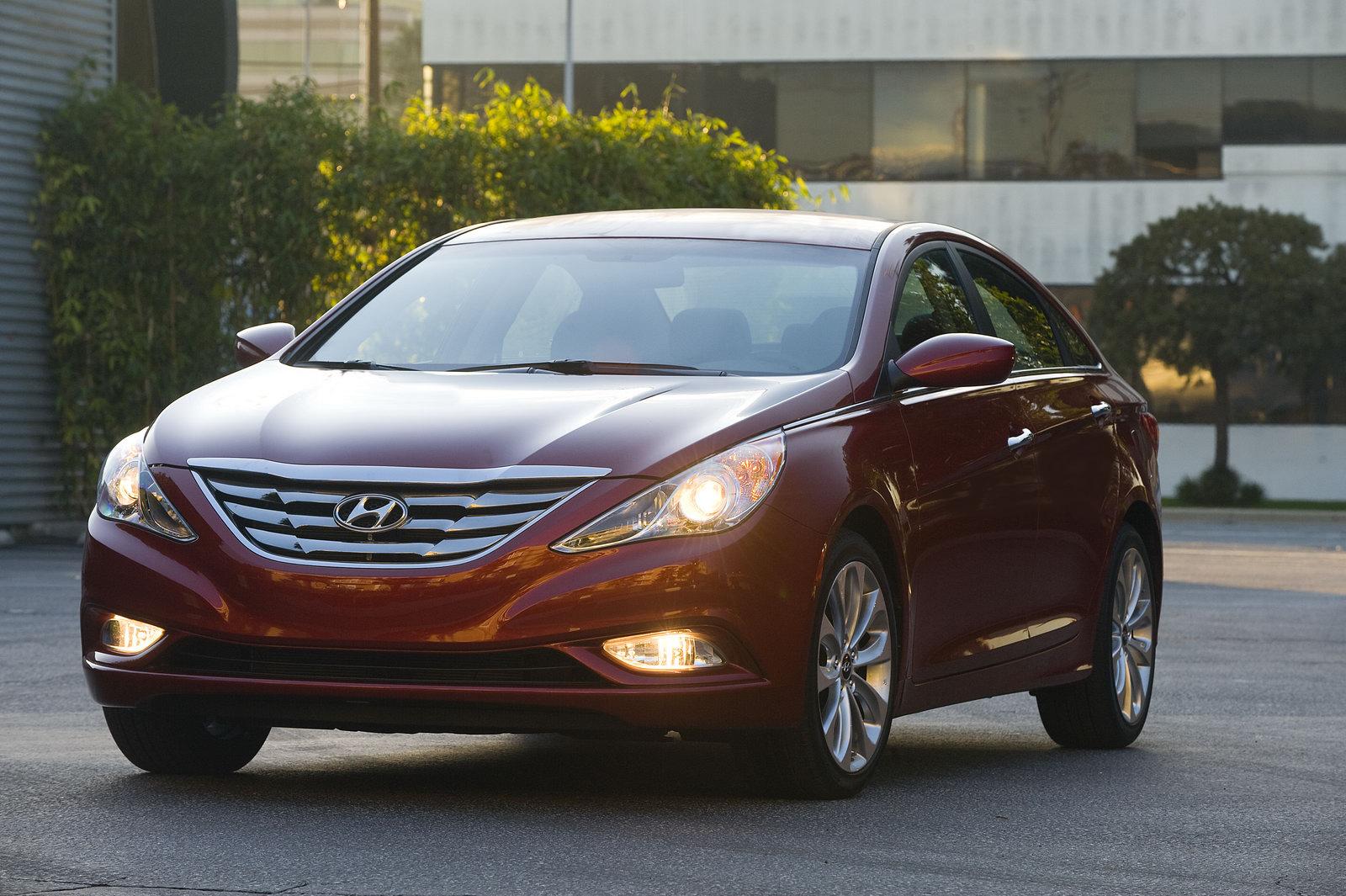 2011-Hyundai-Sonata-Sedan-3450.jpg
