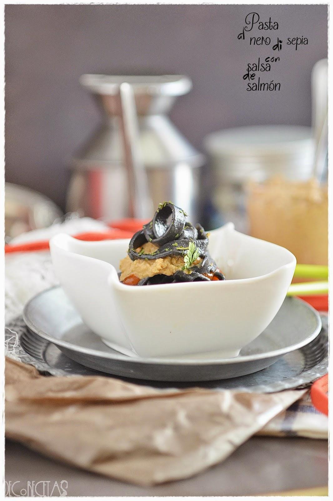 Pasta al nero di sepia con salsa de salmón