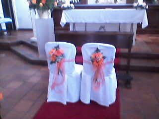 Events planners by maria eva decoracion iglesia for Sillas para novios en la iglesia