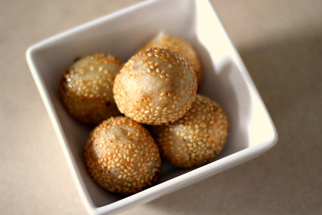 Golden-ish sesame balls (zin deoi) for Chinese New Year