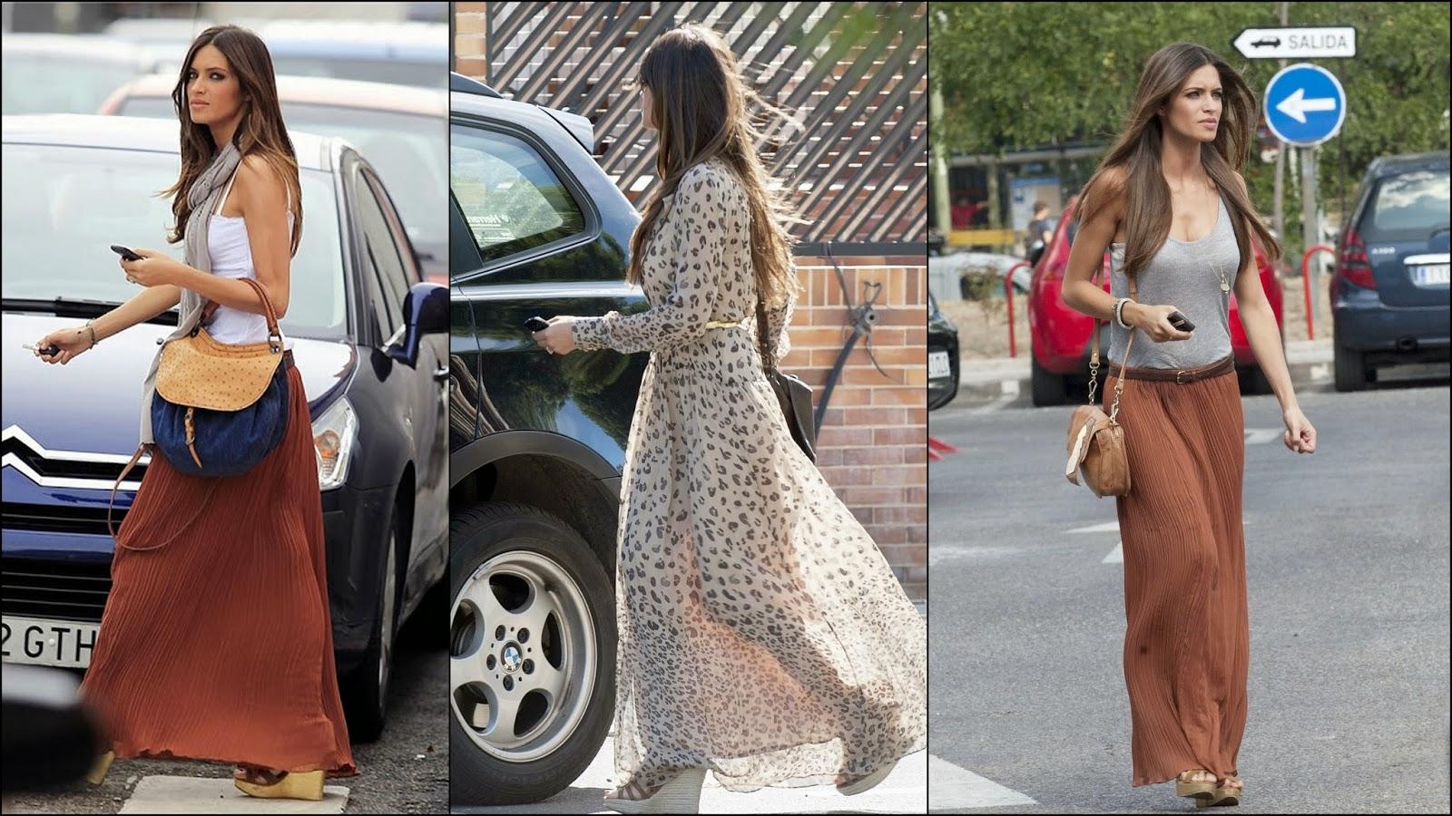 Foulares, bufandas, bolsos de tamaño XL y cuñas complementan sus looks.