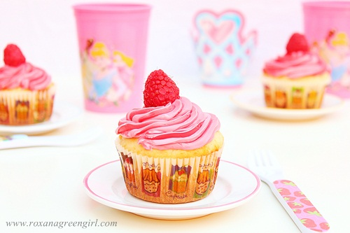 Vanilla Cupcakes with Raspberry Frosting | roxanashomebaking.com
