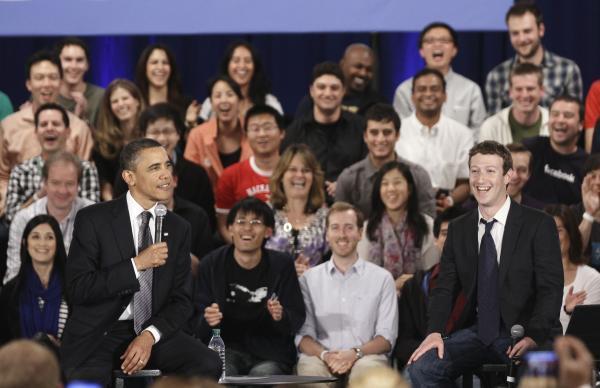 600ap zuckerbergobama2 062432 [UPDATE] Foto   Foto Kunjungan Barrack Obama Ke Kantor Pusat Facebook