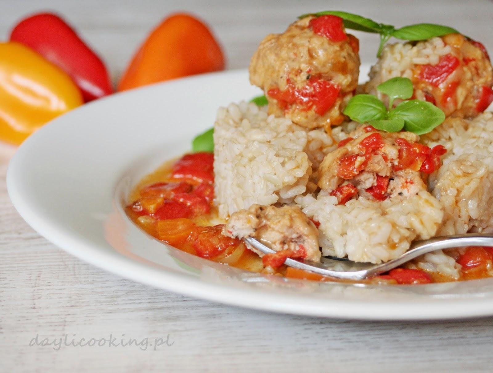 Paprykowe pulpety wieprzowe w sosie paprykowym