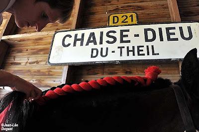 Percheron international la pr rentr e de claude segaud for Chaise dieu du theil
