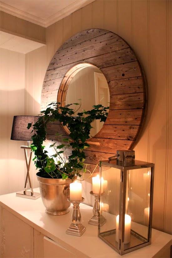 espelho com carretel de madeira