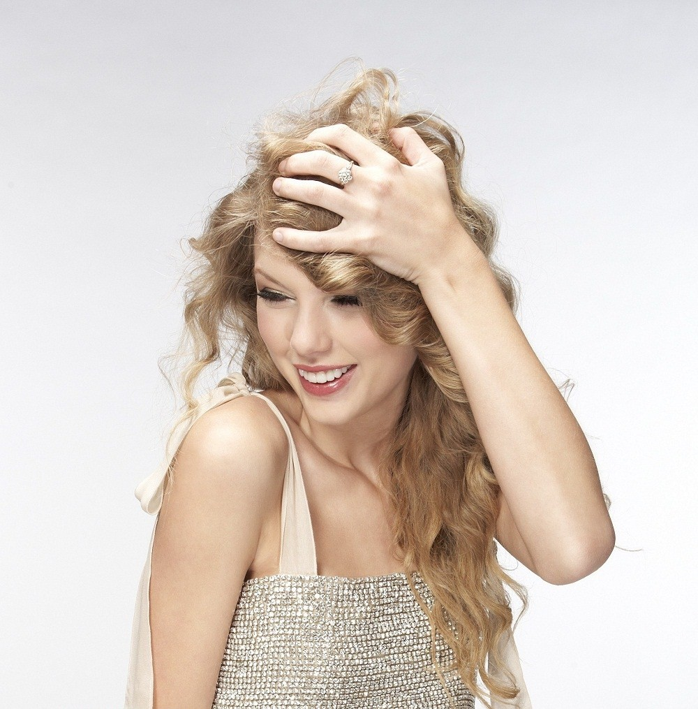 Taylor swift hairstyle in love story