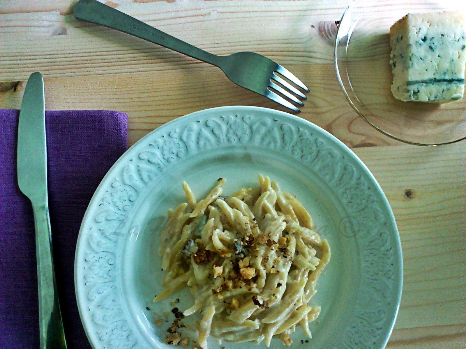 crema de mascarpone, gorgonzola, nueces, pasta