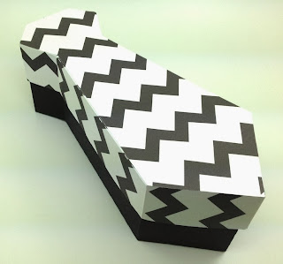 Caja con forma de corbata