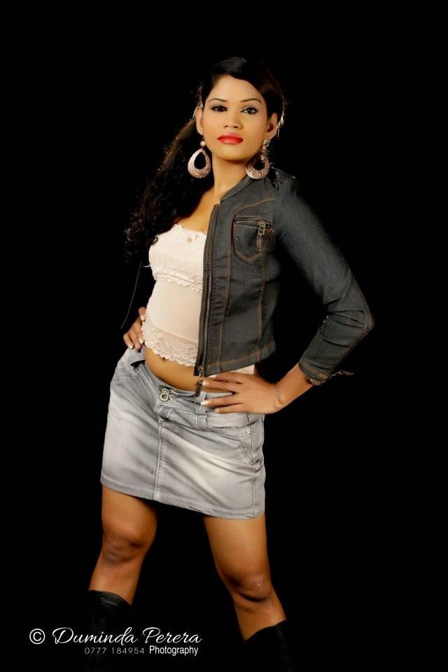 Ayesha Madushani hot blue sexy navel buriya