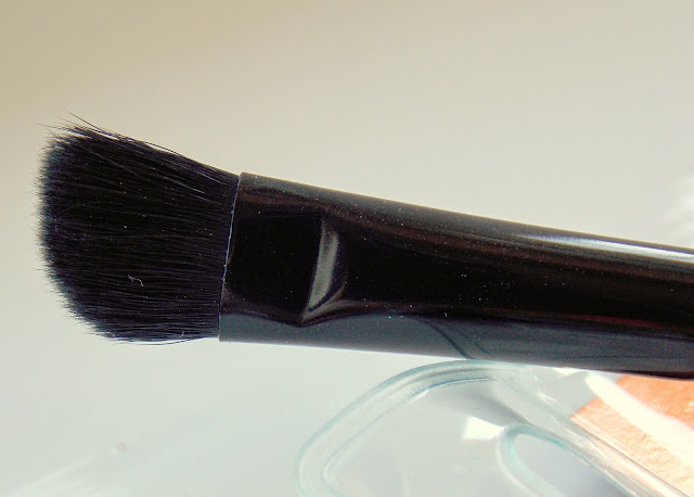 Makeup Revolution Pro E102 Eyeshadow Contour Brush