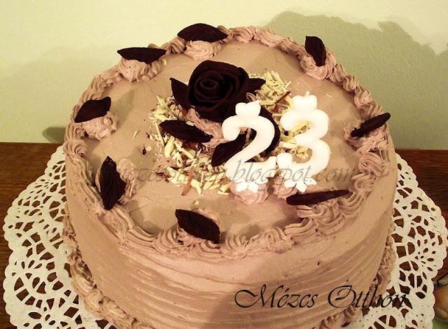 csokoládéhab torta fehér és étcsokoládéból fotó