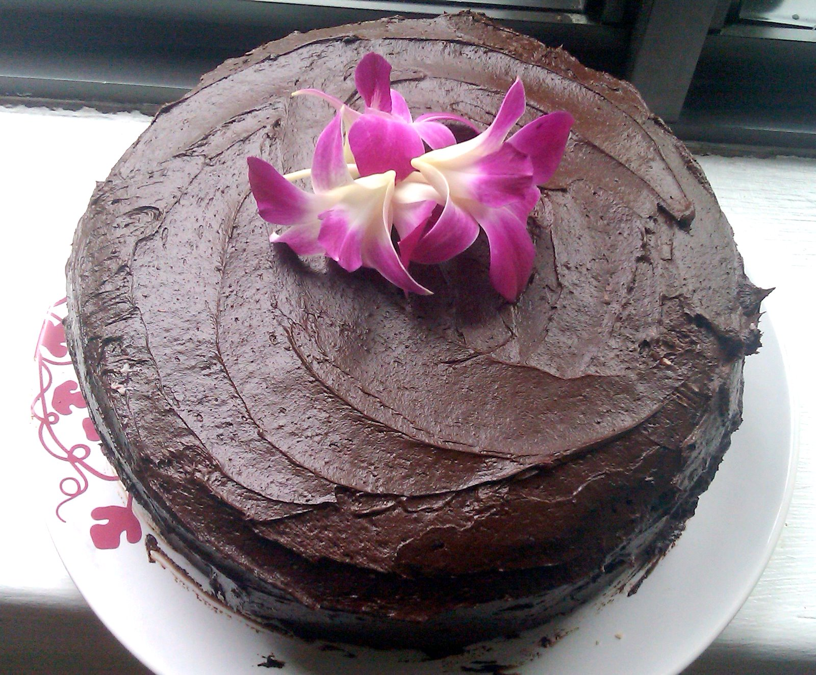 deli-cute-essen: Vegan Chocolate Cake with Strawberry Coconut Filling