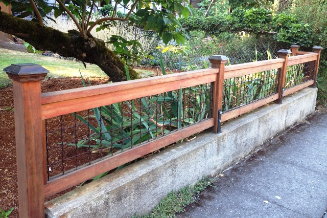... SNYDER.....Real Estate.....Portland, OR: Wire fence with wood frame