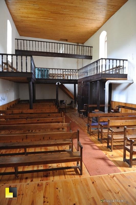 intérieur modeste de l'église de valdrome photo pascal blachier