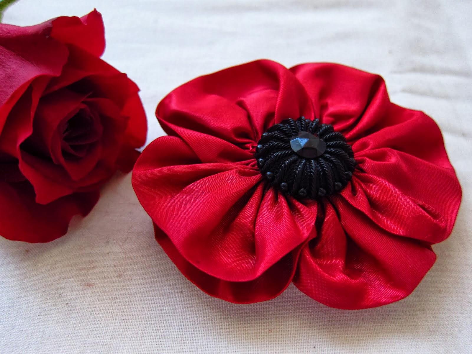 Красные цветы своими руками фото