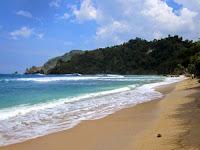 Nikmati Keindahan Pantai Wediombo