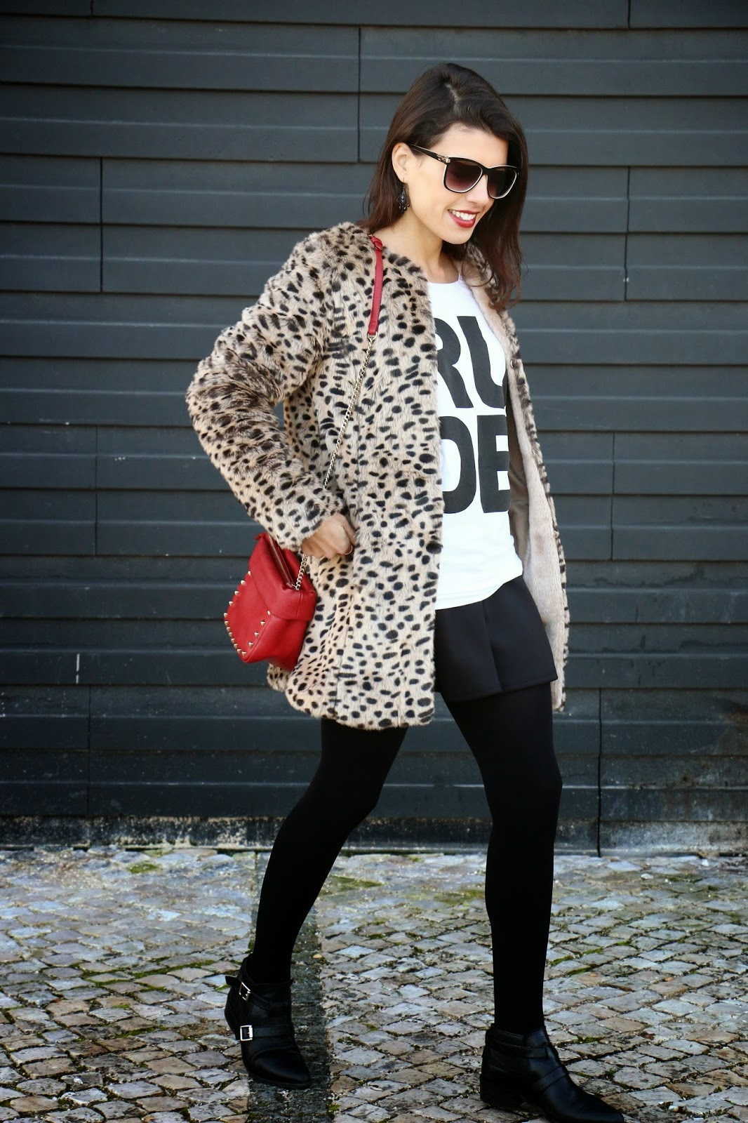 http://ilovefitametrica.blogspot.pt/2015/01/one-look-two-bags.html#more