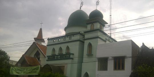 Permalink to Di Solo, Gereja dan Masjid Berdiri Berdampingan
