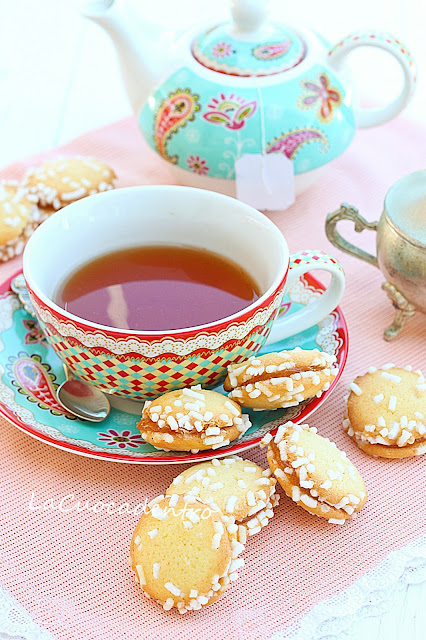 biscottini accoppiati alla confettura di albicocche