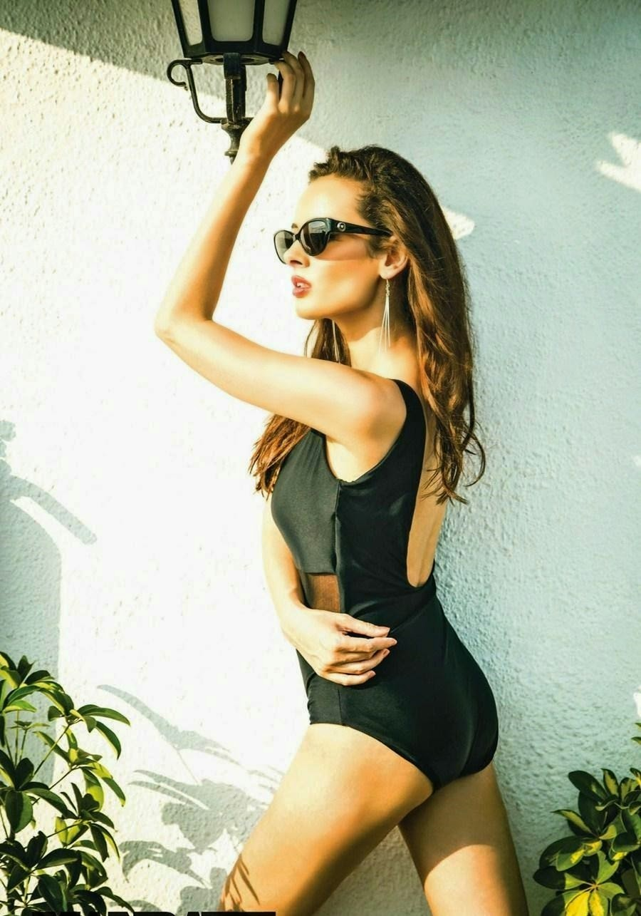 Evelyn Sharma butt swimsuit