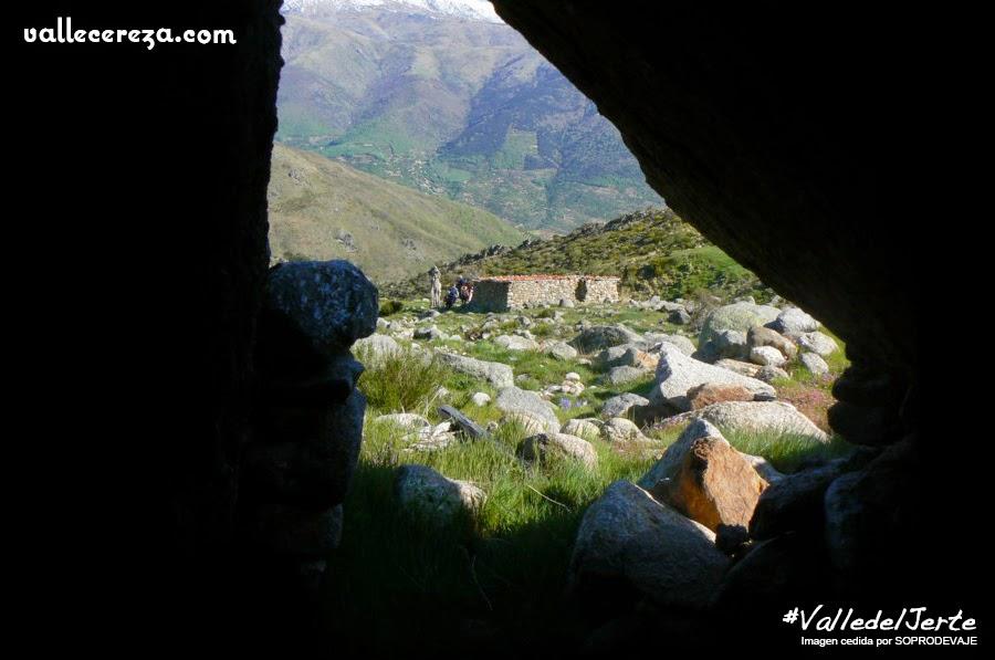 Vistas desde el interior de la Cueva de Santiago León