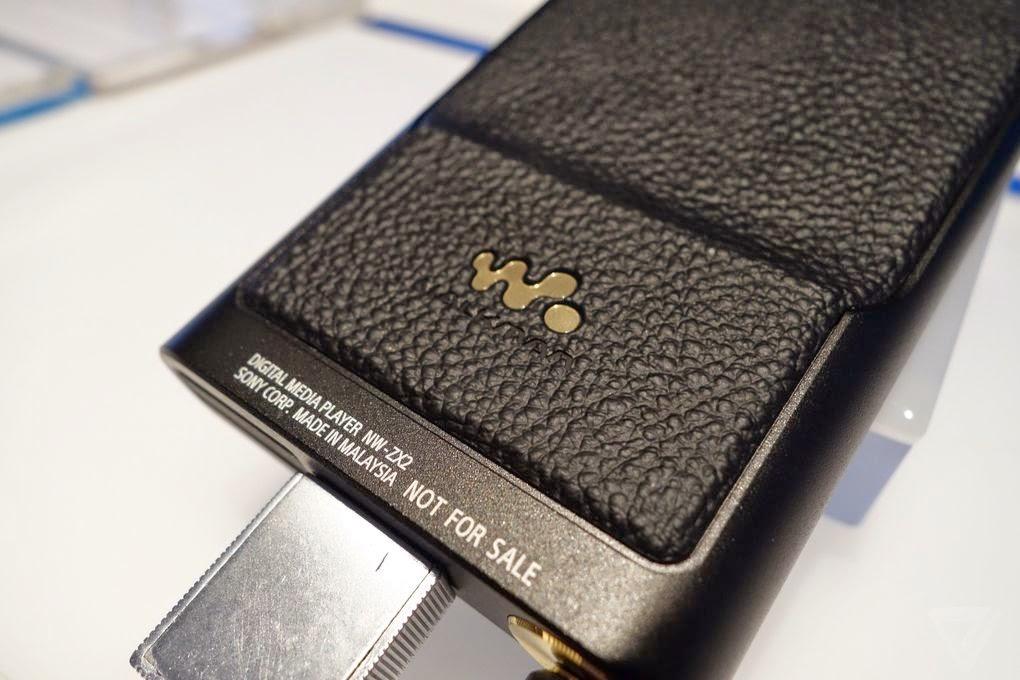 Sản phẩm được sản xuất tại Malaysia. Đây là sản phẩm trưng bày tài CES 2015 nên không được bán.