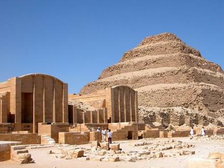 Saqqara: Una escalera al cielo y al infierno