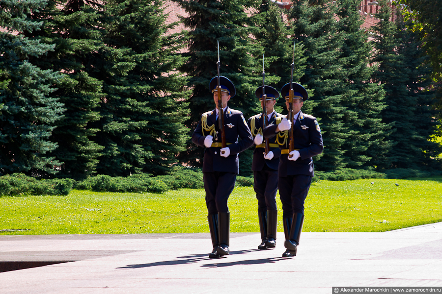 Смена почётного караула у могилы Неизвестного солдата | Guard of honour at the Tomb of the Unknown soldier
