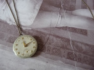 http://4.bp.blogspot.com/-Cx9rDsoBklI/UHMr7eEkhTI/AAAAAAAACSg/Or0u9USPt9Y/s320/penjoll-rellotge-vintage.jpg