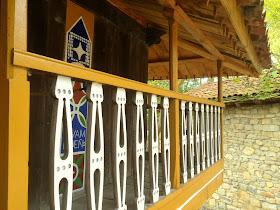 Balcón decorado de hórreo asturiano