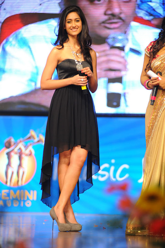 Ileana looking Hot Pictures At The Audio Launch Of Snehithudu Along With Others cleavage