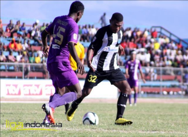 Persita Vs Persipura ~ Dominggus Fakdawer