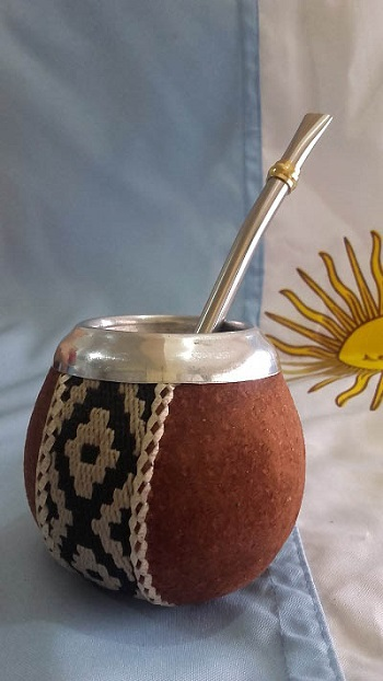 MATE CALABAZA forrado de simil carpincho con guarda pampa S/ 60.00