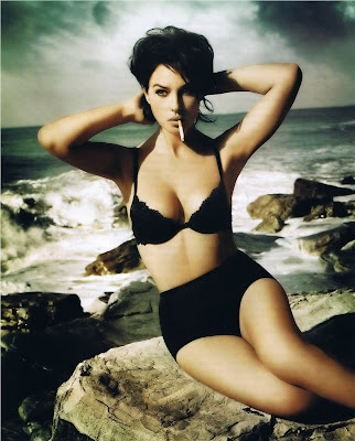 Monica Bellucci hot bikini babe