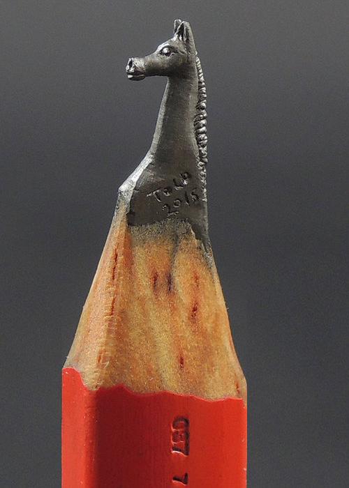 16-Arabian-Horse-Jasenko-Đorđević-Miniature-Sculptures-in-Pencil-Graphite-Lead-www-designstack-co
