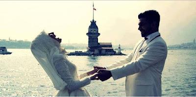 Istri Lakukan Ini Ketika Menyambut Suami Pulang Kerja