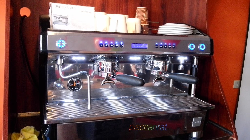 Reneka Life Barista Machine: Boasts of Massive Brew Head, IQ Brewing, Sensitive Brewing, Aroma Perfect, Auto Barista Steam, IQ Clean.