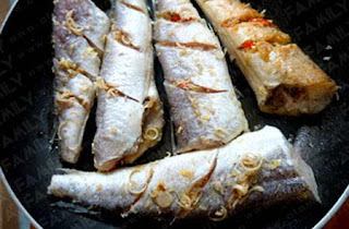 Fried Snakehead with chopped Lemongrass and Red Chili Recipe 4