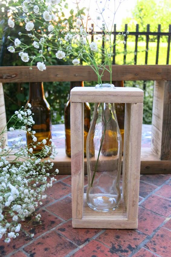 Diy candelabros o floreros con botellas y madera de palet3