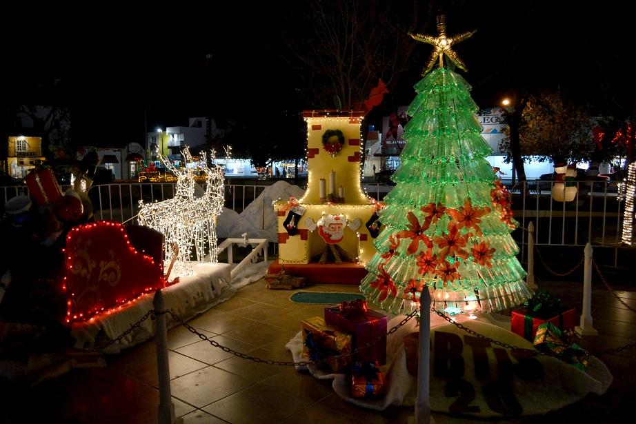 Enciende sabinas la villa navide a for Villas navidenas liverpool