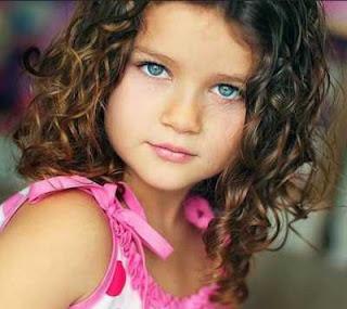 rambut ikal cantik panjang medium anak perempuan 2301987