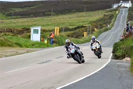 gambar motor road race isle of man TT