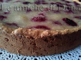 progetto gusto: crostata di lamponi e cocco con pasta frolla e crema di riso, decorata con panna e confettura e ai frutti di bosco