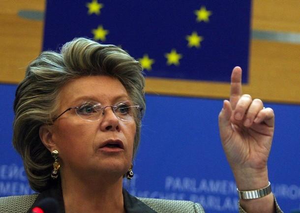 """Comissária europeia propõe desmantelamento da Standard & Poor""""s, Moody""""s e Fitch"""