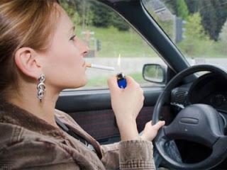 مخاطر التدخين فى السياره,