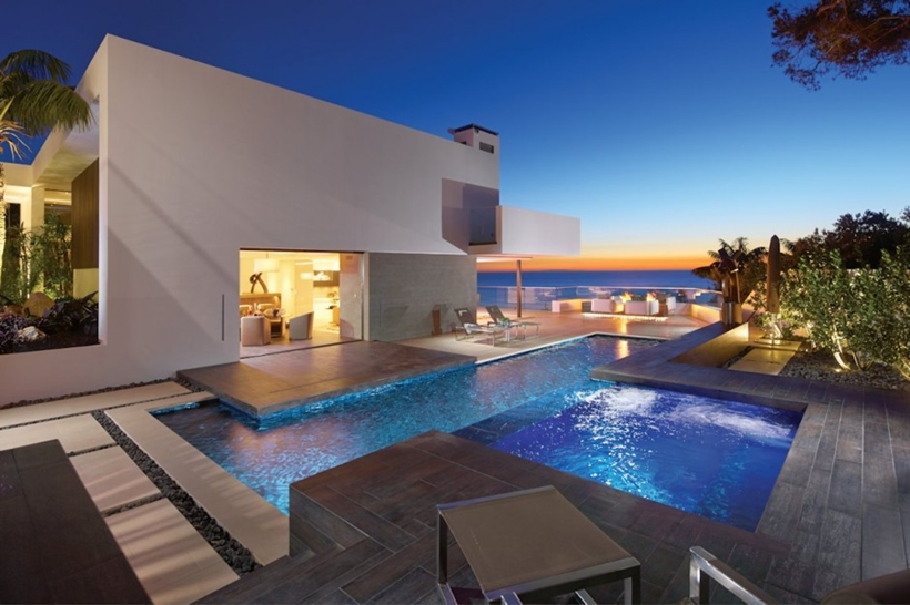 Swimming pool in Romantic home above the ocean, California