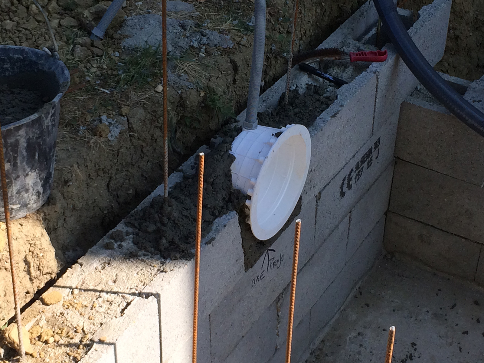 Construction piscine b ton suite construction d 39 une for Beton autour d une piscine