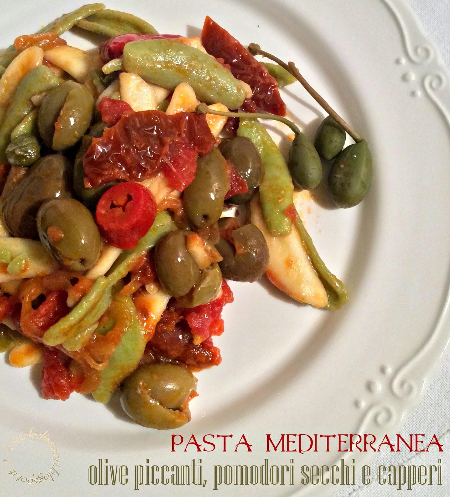 pasta mediterranea con olive piccanti, pomodori secchi e capperi