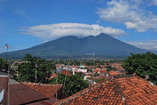 Cermis : Kisah Mistik Tim Evakuasi Sukhoi Di Gunung Salak [ www.BlogApaAja.com ]